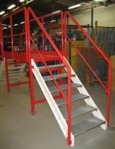 Diseño y montaje de pasarelas y escaleras